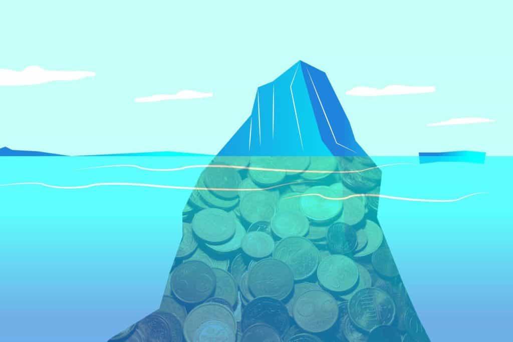 monedas bajo el agua